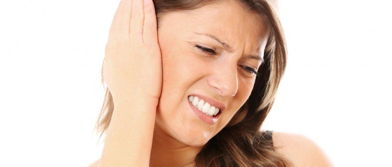 болят уши при простуде у девушки
