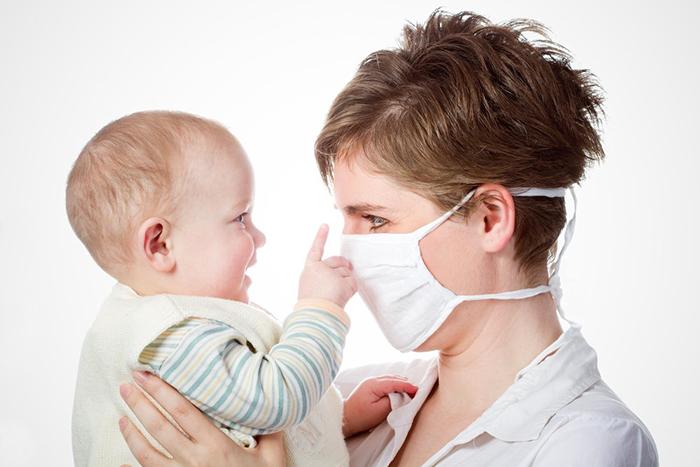 как не заразить грудного ребенка простудой