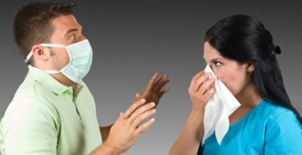 мужчина и женщина в маске