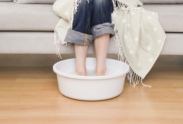 Как правильно парить ноги с горчицей ребенку и взрослому при кашле, простуде