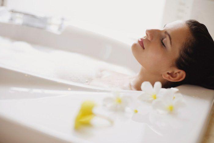Можно ли мыться при простуде и насморке без температуры