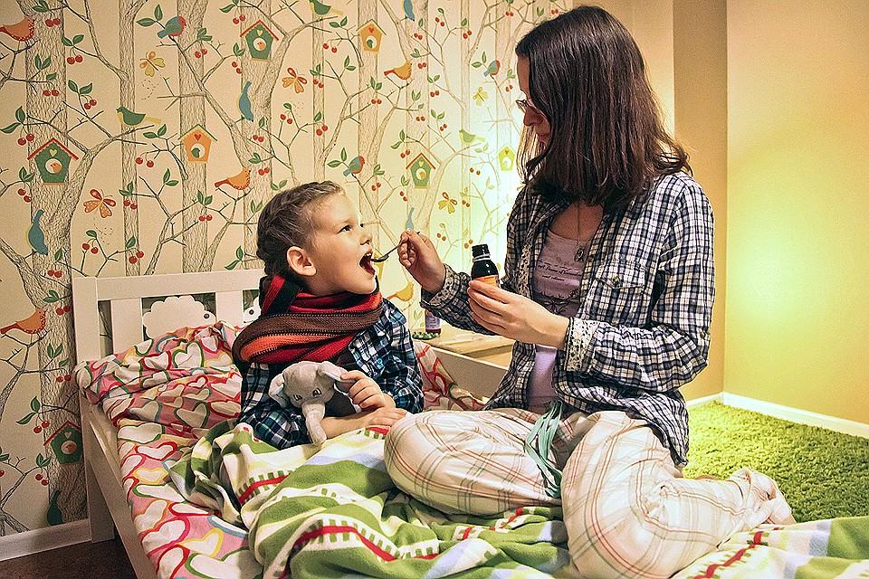 мама с ребенком в кровати