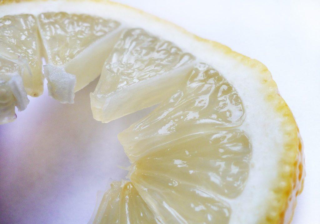 кусок лимона