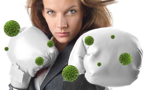 женщина борется с вирусами