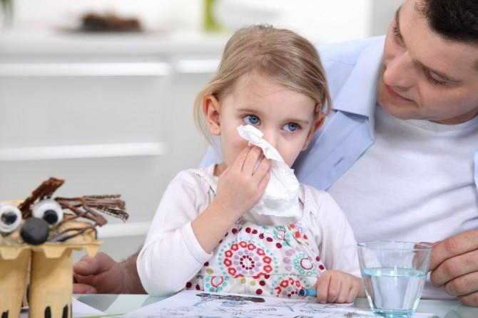 девочка с простудой