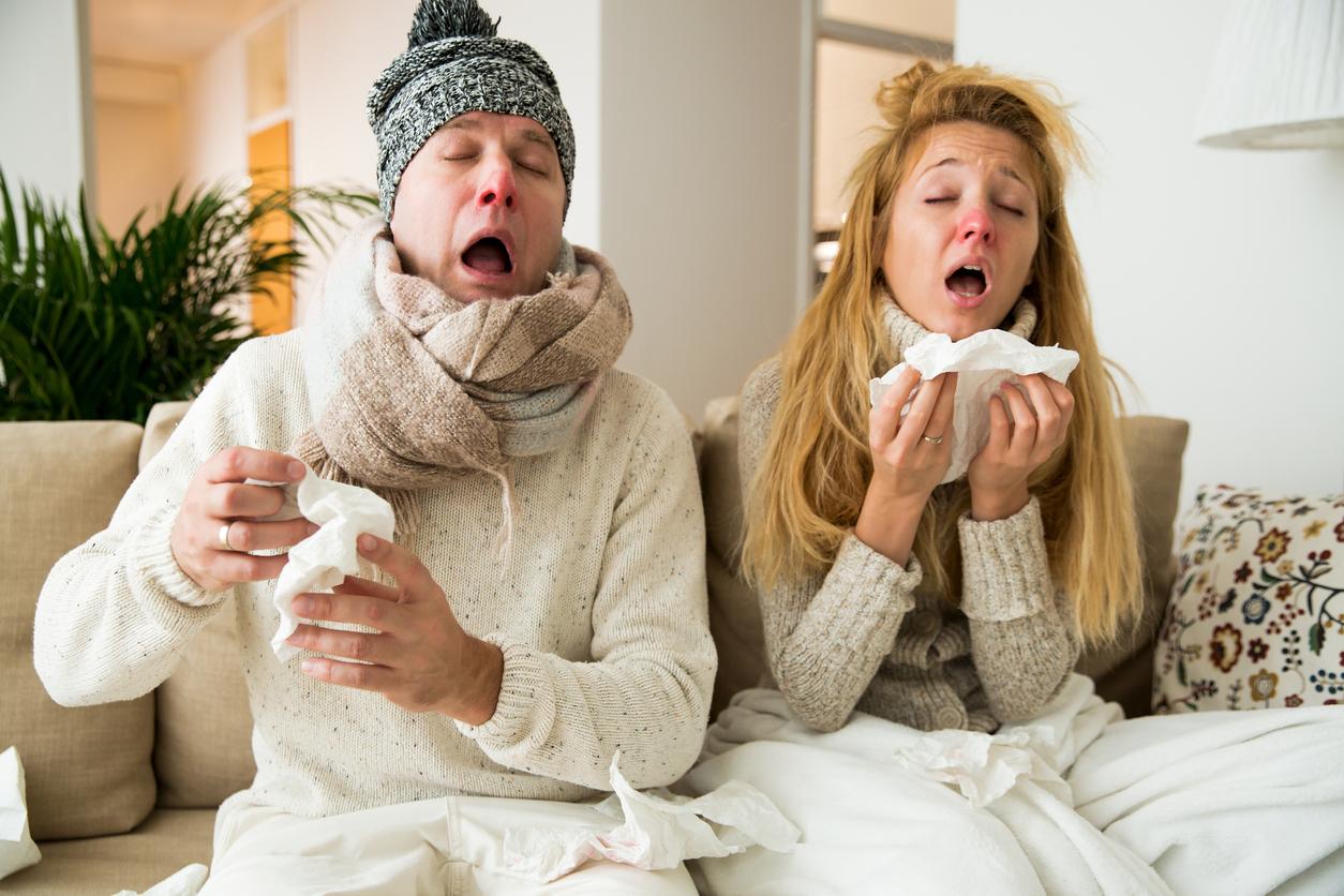 девушка и мужчина болеют простудой