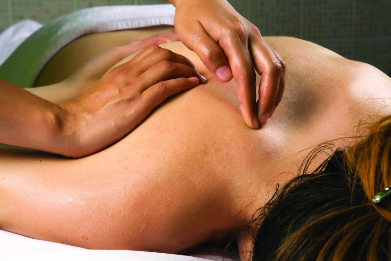 женщина на массаже