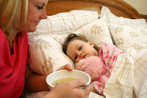 дочка в постели с мамой