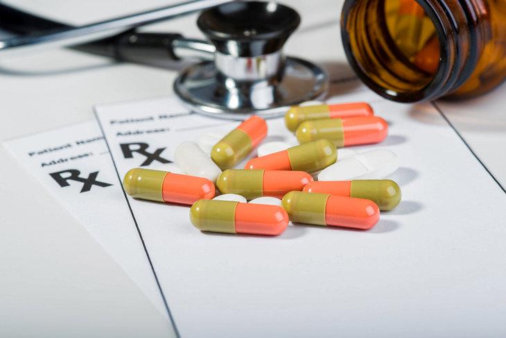 таблетки и тонометр